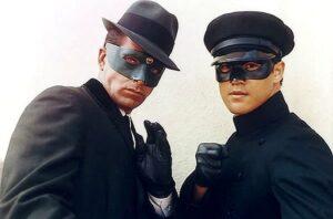 Брюс Ли (справа) в сериале «Зеленый шершень»