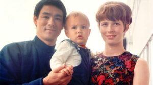 Брендон Ли с родителями