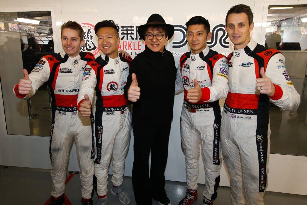 Джеки Чан с гонщиками