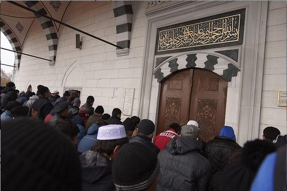 сцена в мечети