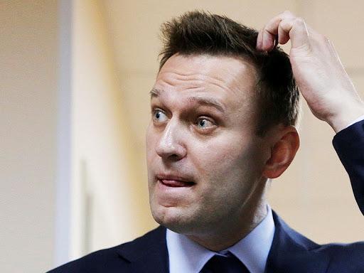 лечили Навального